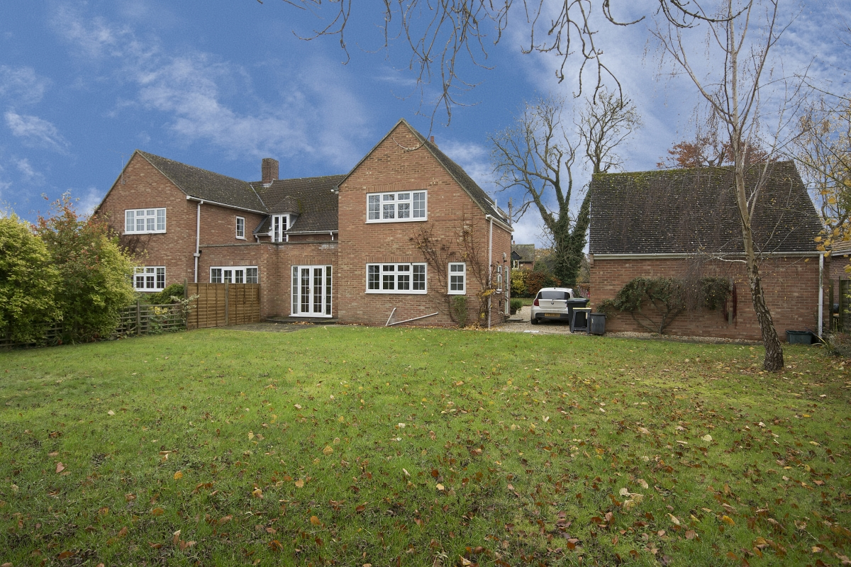 Spacious semi detached house - OX12